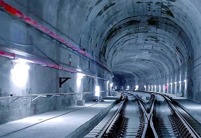 Box-Train-Tunnel